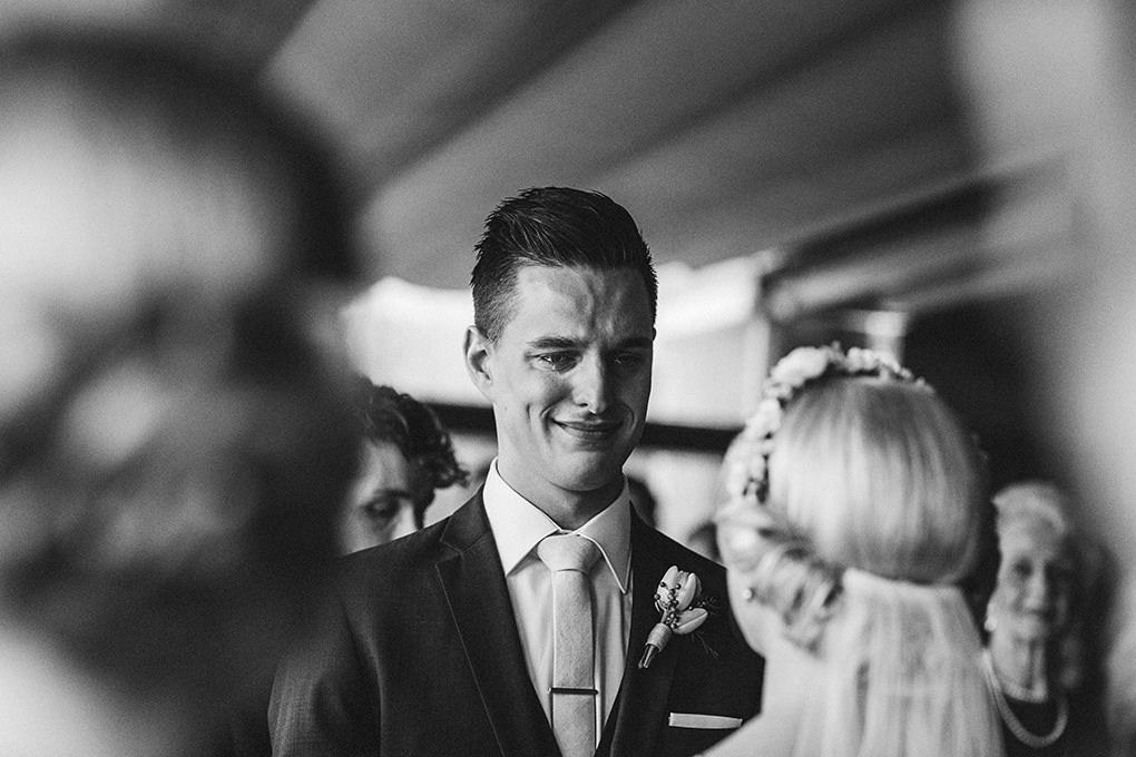 groom-cries-at-altar-when-he-sees-bride